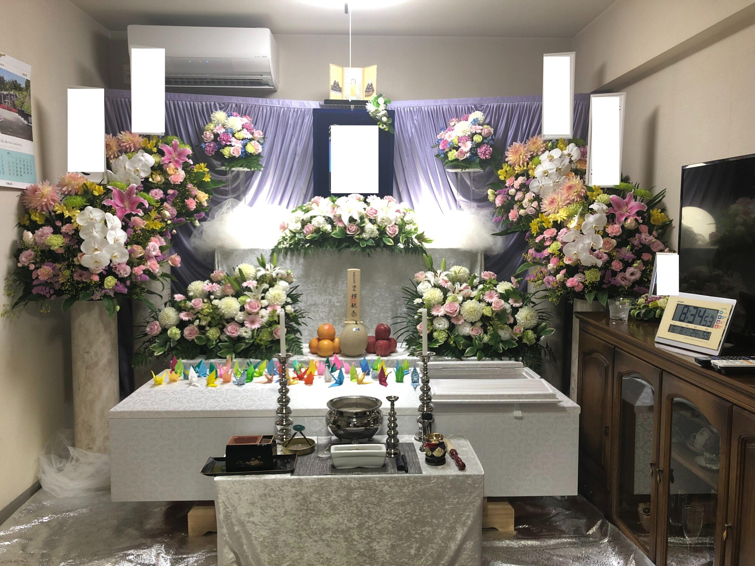 祭壇を設けた自宅葬